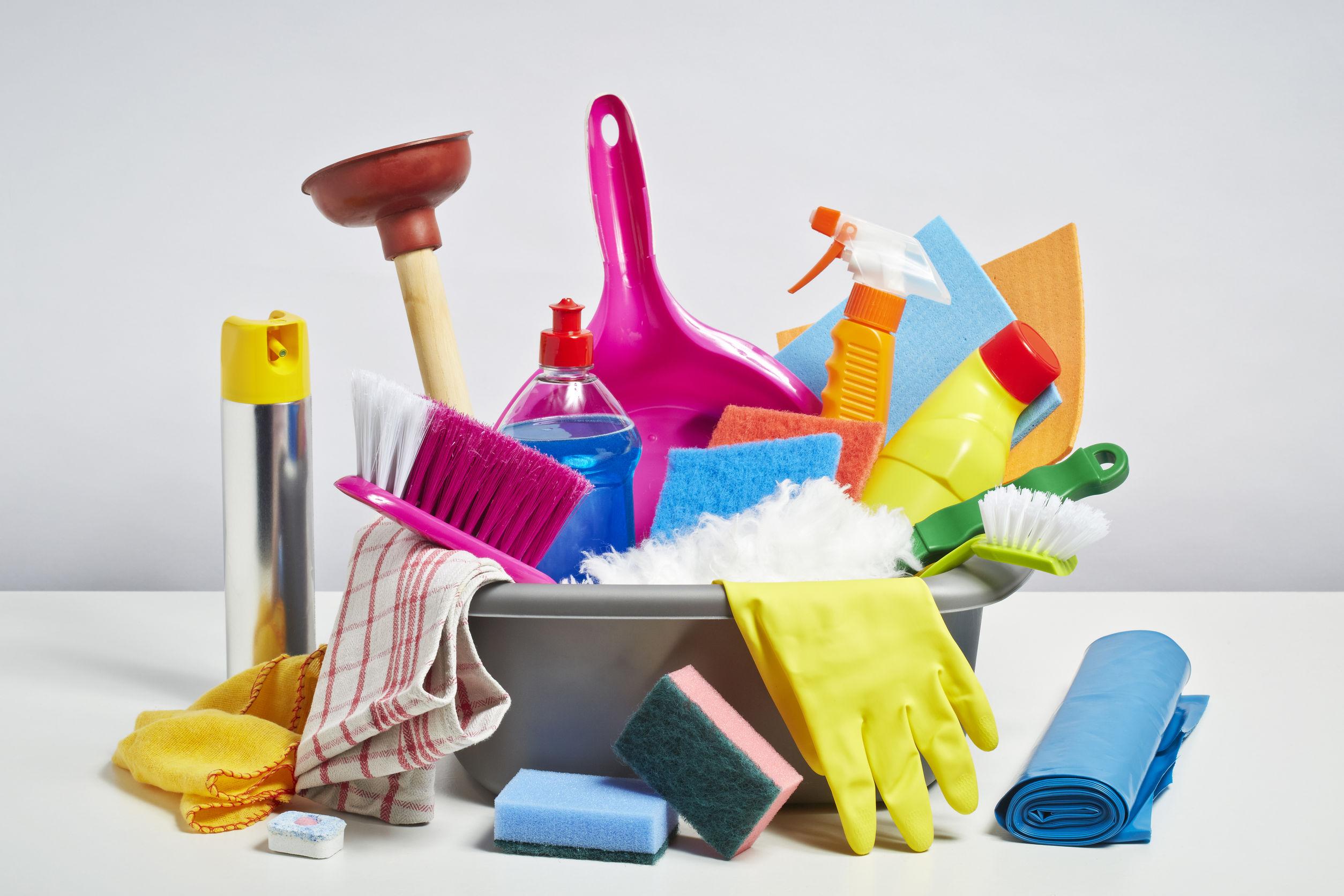 10 productos de limpieza imprescindibles senesant 2000 for Utensilios de hogar