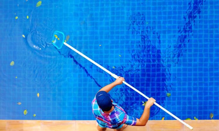 Limpieza de una piscina