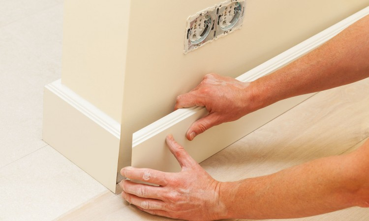 22454584 - putting skirting board to a fresh paint wall