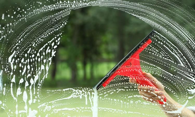 cristal con jabón